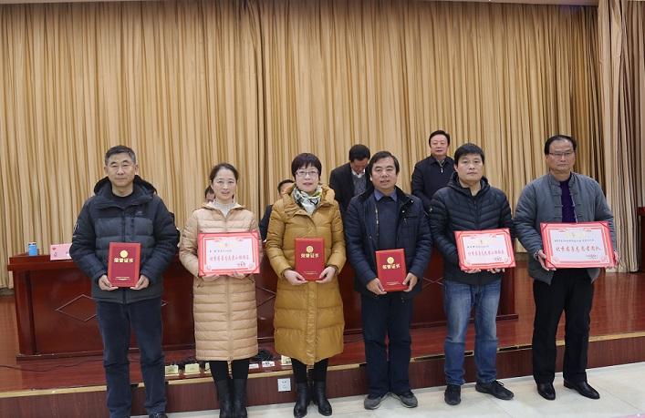 05  受表彰優秀分會(團隊)、慈善志愿者小組組長合影  袁粒 攝.JPG